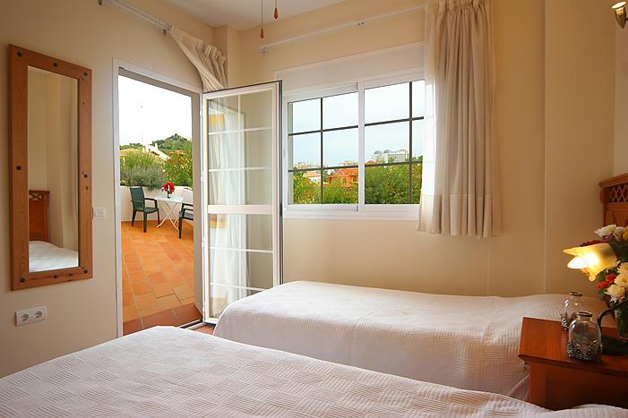 Twin Bedroom upper floor Casa Mar