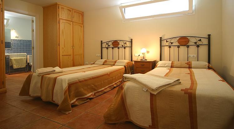 Bedroom_4-0-21-v